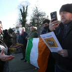 A muslim women offers some fruit (dates) to Anti Islam Ireland protesters as they protest across from The Islamic Cultural Centre of Ireland in Dublin <span class=