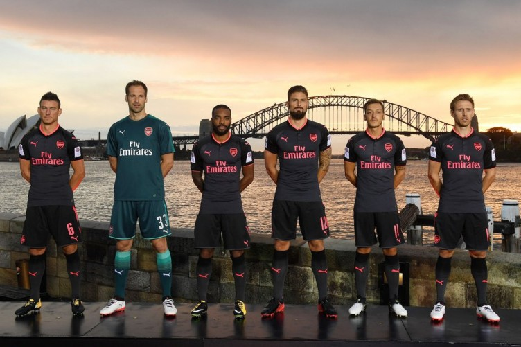 online retailer bfa1f d3e92 Ozil reveals he wants to stay as Arsenal launch new kit · The42