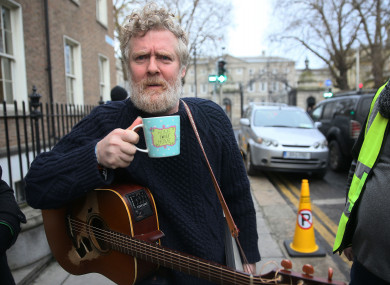Glen Hansard outside Leinster House yesterday.