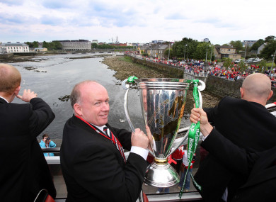 Kidney taking the Heineken Cup to Limerick in 2006.