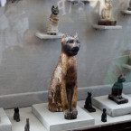Cat statues that was found inside the tomb of Khufu-Imhat. <span class=