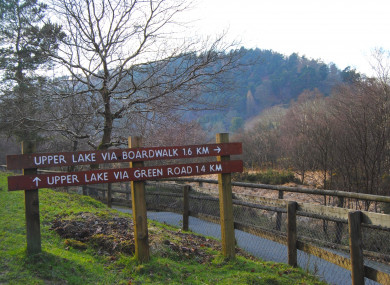 Signs marking the route to the upper lake.