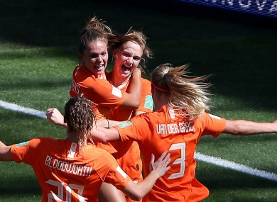 Vivianne Miedema' celebrates her goal against Italy.