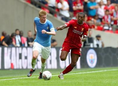 Manchester City's Kevin De Bruyne and Liverpool's Georginio Wijnaldum battle for the ball.