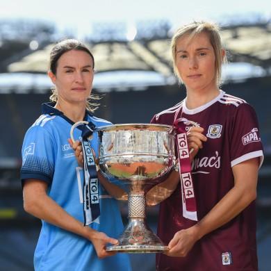 Dublin captain Sinéad Aherne and Galway captain Tracey Leonard.