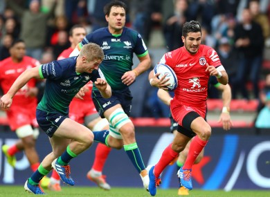 Bezy breaks away for Toulouse's first try.