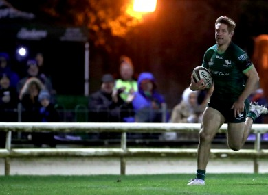 Kyle Godwin breaks away for Connacht's fourth try.