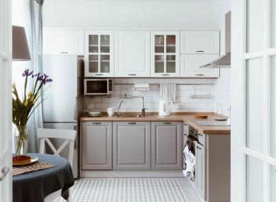 6 Stylish Door Knob Updates To Refresh Tired Kitchen Cabinets