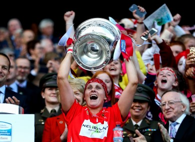 Aoife Murray lifting the O'Duffy Cup in 2018.