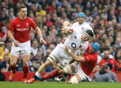 Tom Curry is tackled by Justin Tipuric.