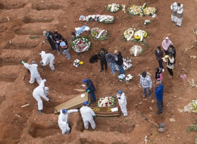 Cemetery workers in protective clothing bury Covid-19 victims om Sao Paulo, Brazil