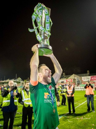Bennett lifting the league trophy in 2017.