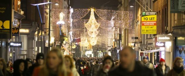 Large crowds on Grafton street last night on Saturday, 28 November.