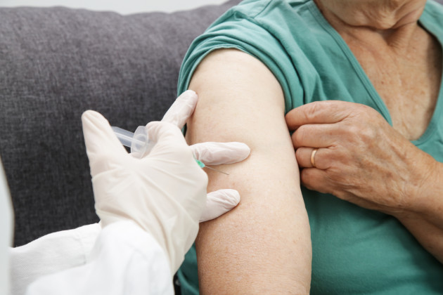 Cabinet to consider plan for GPs and pharmacists to vaccinate 1.5 million people