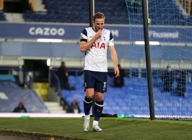 Kane limps off injured against Everton.