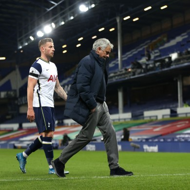 Jose Mourinho leaves the Goodison Park field after the 2-2 draw with Everton.